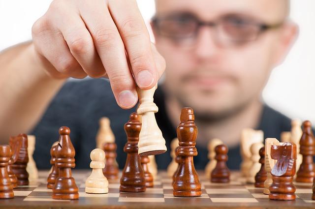 muž a šachy