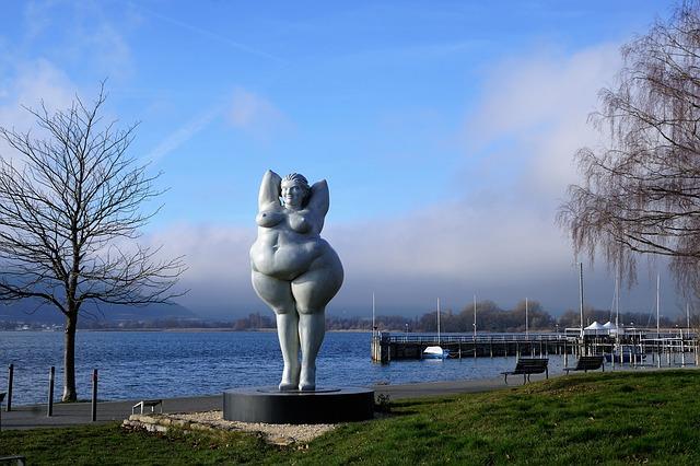 socha silné ženy