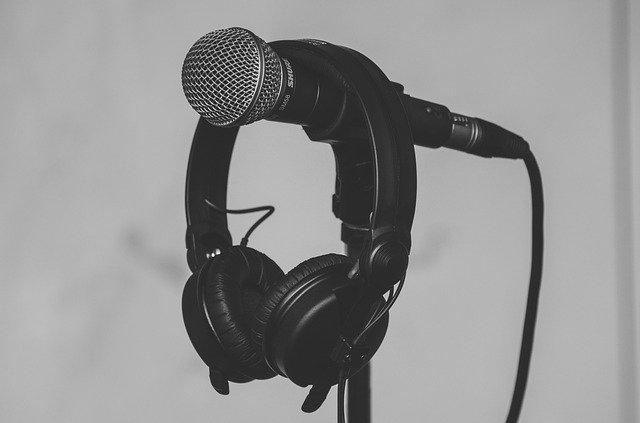 sluchátka a mikrofon
